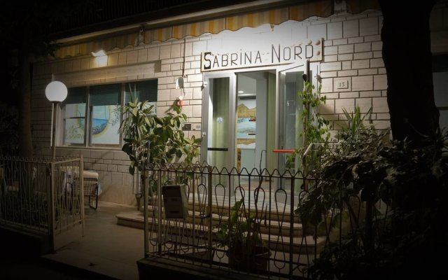 Hotel Sabrina Nord Римини вид на фасад