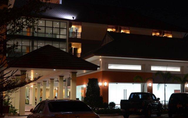 Amnauysuk Hotel вид на фасад