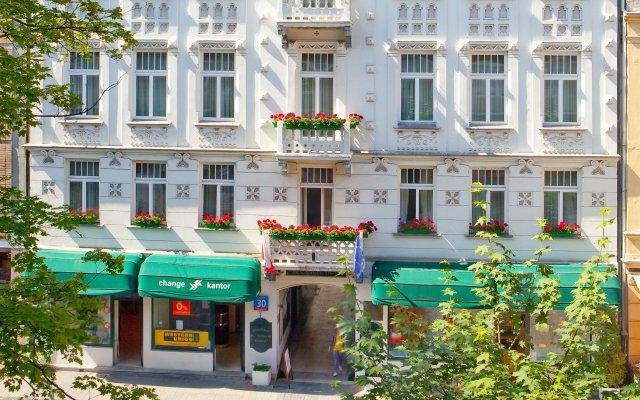 Отель Residence St. Andrew's Palace Польша, Варшава - отзывы, цены и фото номеров - забронировать отель Residence St. Andrew's Palace онлайн вид на фасад