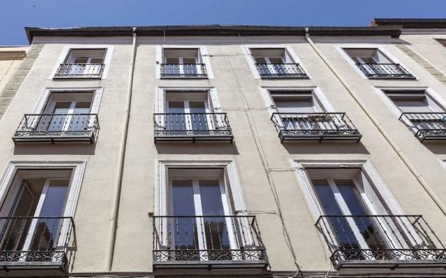 Отель Apartamentos Casa Malasaña Испания, Мадрид - отзывы, цены и фото номеров - забронировать отель Apartamentos Casa Malasaña онлайн вид на фасад