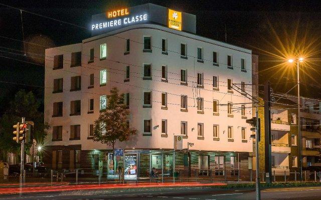 Отель Motel One Duesseldorf City вид на фасад