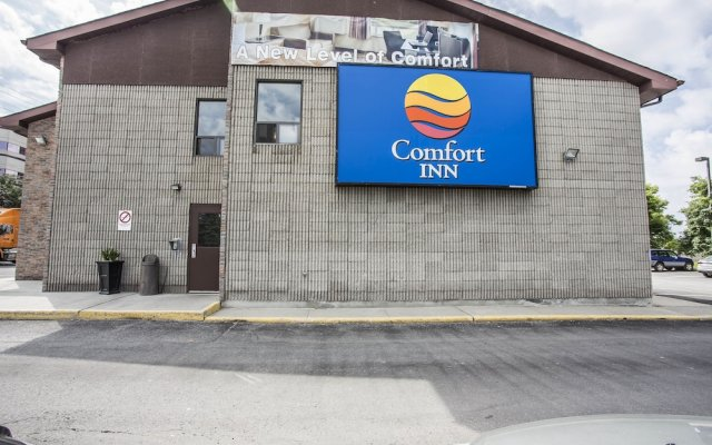 Отель Comfort Inn Ottawa East Канада, Оттава - отзывы, цены и фото номеров - забронировать отель Comfort Inn Ottawa East онлайн вид на фасад