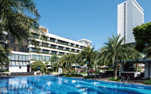 White Swan Hotel бассейн