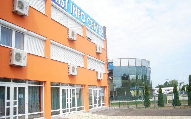 Tisza Corner Hotel вид на фасад