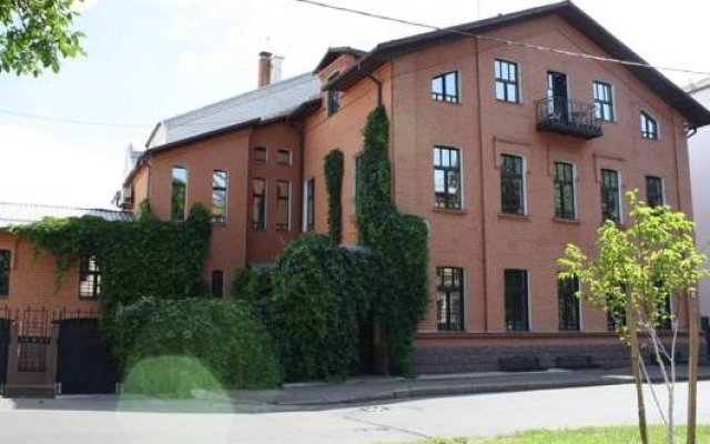 Отель Ред Хаус Ярославль вид на фасад