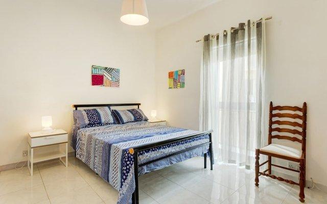 Отель Seafront Apartment in Sliema wt Breathtaking Views Мальта, Слима - отзывы, цены и фото номеров - забронировать отель Seafront Apartment in Sliema wt Breathtaking Views онлайн комната для гостей