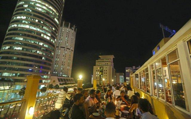 Отель Yoho Colombo City вид на фасад