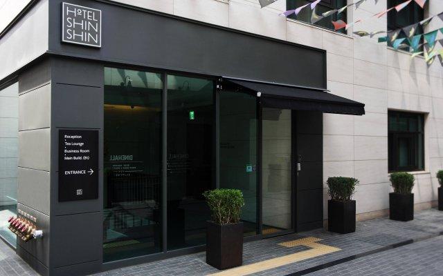 Отель Floral Hotel ShinShin Seoul Myeongdong Южная Корея, Сеул - 1 отзыв об отеле, цены и фото номеров - забронировать отель Floral Hotel ShinShin Seoul Myeongdong онлайн вид на фасад