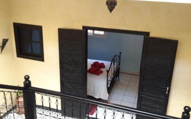 Отель Riad Les Portes De La Medina вид на фасад