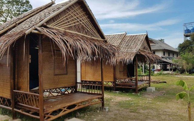 Отель Lanta Local Hut Ланта вид на фасад