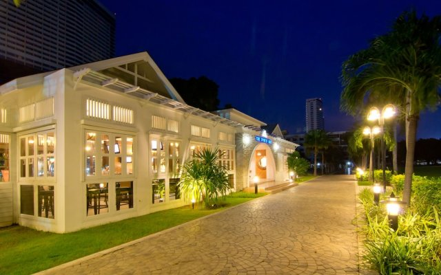 Отель Ambassador City Jomtien (MARINA TOWER WING) На Чом Тхиан вид на фасад