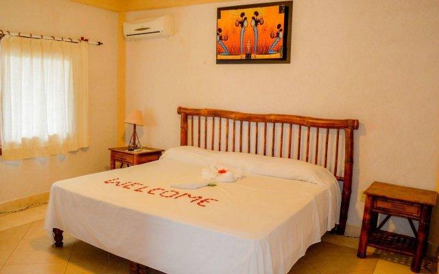 Отель Bungalows La Madera Мексика, Сиуатанехо - отзывы, цены и фото номеров - забронировать отель Bungalows La Madera онлайн вид на фасад