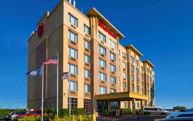 Отель Sheraton JFK Airport Hotel США, Нью-Йорк - 1 отзыв об отеле, цены и фото номеров - забронировать отель Sheraton JFK Airport Hotel онлайн вид на фасад