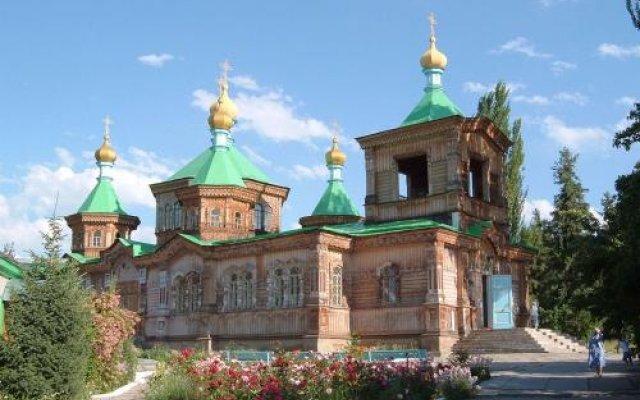 Отель Guest house Krasnii Zvetok Кыргызстан, Каракол - отзывы, цены и фото номеров - забронировать отель Guest house Krasnii Zvetok онлайн вид на фасад