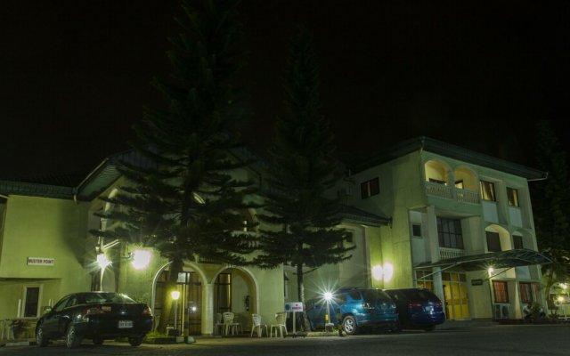 Отель EEMJM Hotels and Suites Limited Нигерия, Уйо - отзывы, цены и фото номеров - забронировать отель EEMJM Hotels and Suites Limited онлайн вид на фасад