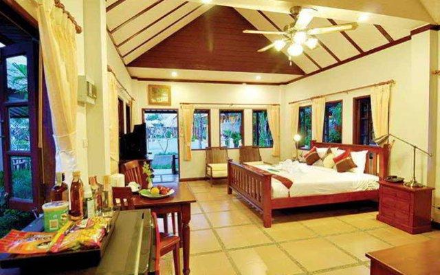 Отель Chalong Villa Resort and Spa комната для гостей