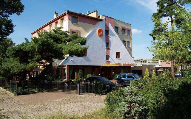 Отель Bartan Gdansk Seaside Польша, Гданьск - 1 отзыв об отеле, цены и фото номеров - забронировать отель Bartan Gdansk Seaside онлайн вид на фасад