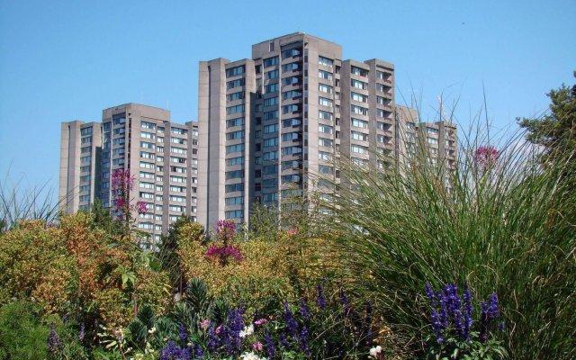 Отель West Coast Suites at UBC Канада, Аптаун - отзывы, цены и фото номеров - забронировать отель West Coast Suites at UBC онлайн вид на фасад
