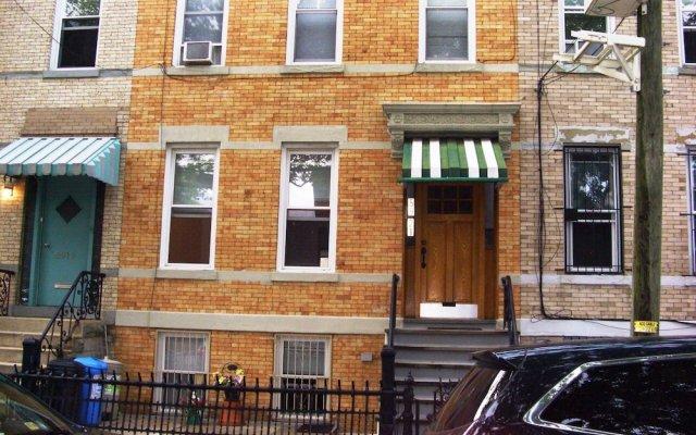The Comfy First Floor Apartment, Ridgewood, Queens