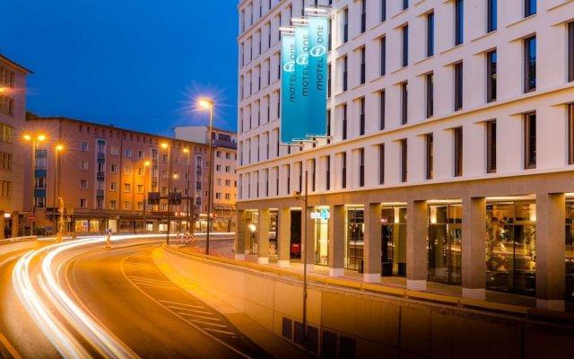 Отель Motel One Frankfurt-Römer вид на фасад