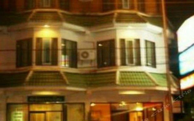 Отель Thaksin Grand Home вид на фасад