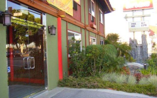 Отель Royal Pagoda Motel США, Лос-Анджелес - отзывы, цены и фото номеров - забронировать отель Royal Pagoda Motel онлайн вид на фасад