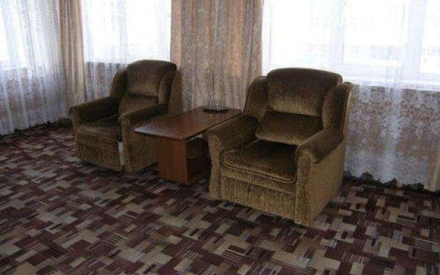 V Centre Hotel комната для гостей