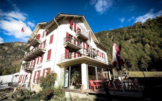 Отель Auberge du Mont-Blanc вид на фасад