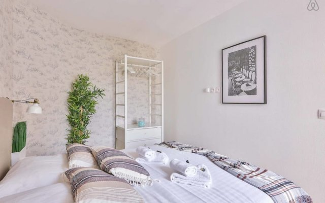 Апартаменты Family Apartment in Buttes Chaumont Париж