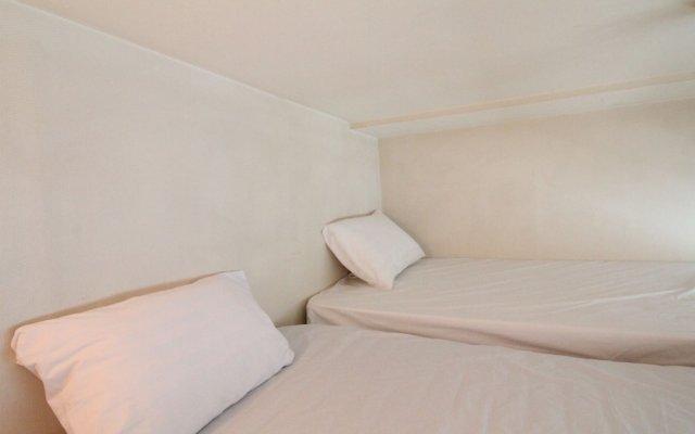Отель Gangnam Sk Duplex A комната для гостей