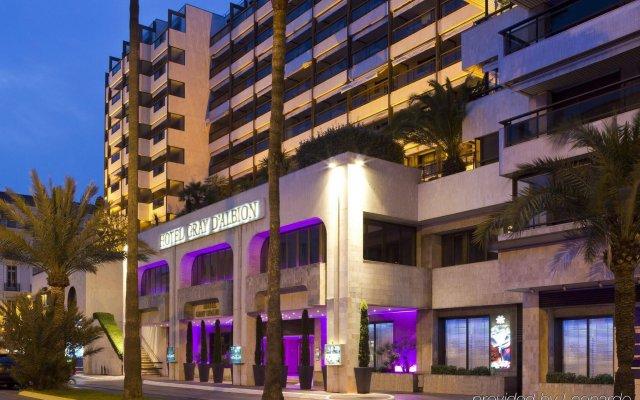 Отель Barriere Le Gray d'Albion Франция, Канны - 6 отзывов об отеле, цены и фото номеров - забронировать отель Barriere Le Gray d'Albion онлайн вид на фасад