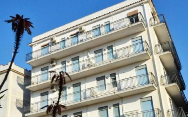 Отель Gianni House Джардини Наксос вид на фасад