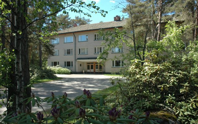 Отель Kokoushotelli Sofia Финляндия, Хельсинки - 1 отзыв об отеле, цены и фото номеров - забронировать отель Kokoushotelli Sofia онлайн вид на фасад