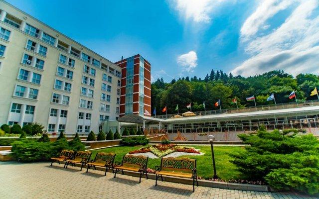 Гостиница Plaza Medical & SPA Кисловодск в Кисловодске 2 отзыва об отеле, цены и фото номеров - забронировать гостиницу Plaza Medical & SPA Кисловодск онлайн вид на фасад