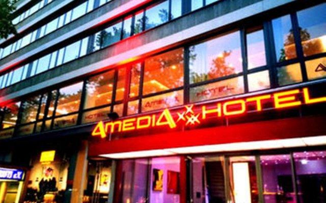 Отель Best Western Plus Plaza Berlin Kurfürstendamm Германия, Берлин - 2 отзыва об отеле, цены и фото номеров - забронировать отель Best Western Plus Plaza Berlin Kurfürstendamm онлайн вид на фасад