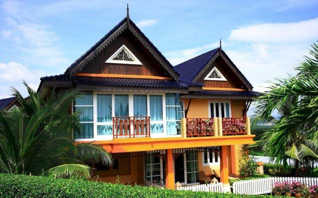 Отель The Chalet Phuket Resort Таиланд, Пхукет - отзывы, цены и фото номеров - забронировать отель The Chalet Phuket Resort онлайн вид на фасад