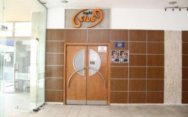 Отель Arpezos Болгария, Карджали - отзывы, цены и фото номеров - забронировать отель Arpezos онлайн вид на фасад
