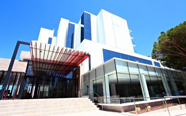 Отель Iberostar Cala Millor вид на фасад