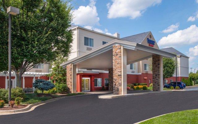 Отель Fairfield Inn & Suites by Marriott Frederick вид на фасад