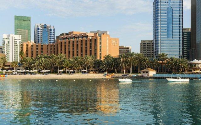 Sheraton Abu Dhabi Hotel & Resort вид на фасад