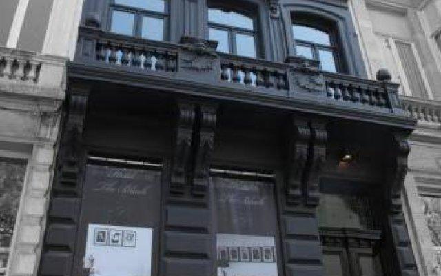 Отель Guesthouse The Black вид на фасад