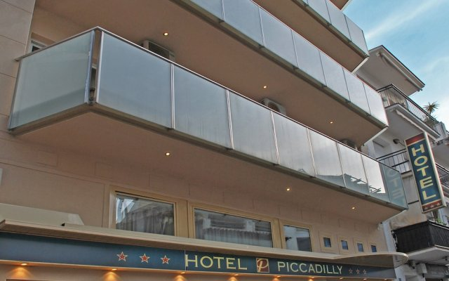 Hotel Piccadilly Sitges вид на фасад