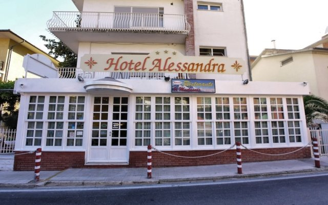 Hotel Alessandra Нумана вид на фасад