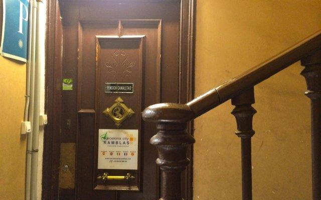 Отель Barcelona City Ramblas (Pensión Canaletas) Испания, Барселона - 1 отзыв об отеле, цены и фото номеров - забронировать отель Barcelona City Ramblas (Pensión Canaletas) онлайн вид на фасад