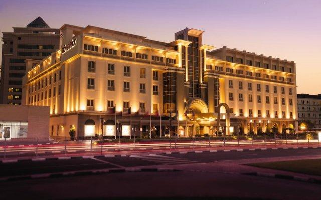 Отель Movenpick Hotel & Apartments Bur Dubai ОАЭ, Дубай - отзывы, цены и фото номеров - забронировать отель Movenpick Hotel & Apartments Bur Dubai онлайн вид на фасад