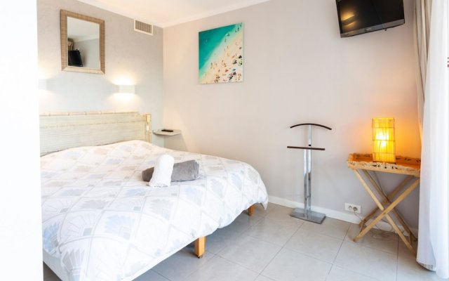Bright one bedroom apartment, 200m from la Croisette and the city center 0