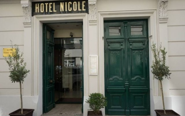 Отель Hôtel Pierre Nicole вид на фасад