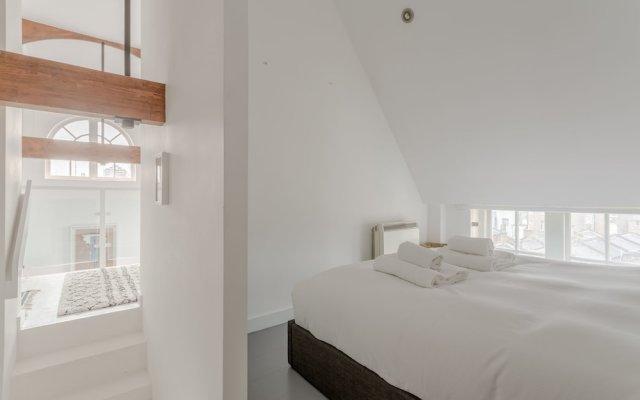 Апартаменты 1 Bedroom Retro Apartment комната для гостей