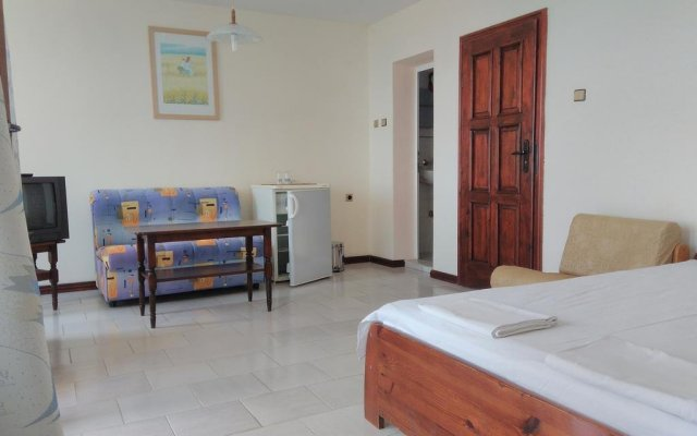 Lazur Hotel Равда комната для гостей