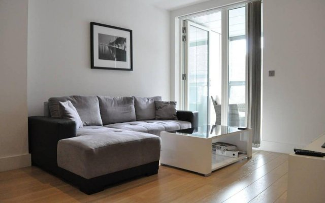 Modern 1 Bedroom Apartment In Brixton With Balcony